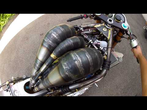 2 strokes 700 cc 3 cylinder yamaha 150 hp  on a home made motorcycle ,2 temps 700 cc 3 cylindre