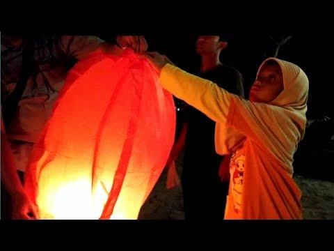 Download LAMPION TERBANG DAN API UNGGUN 😍 MALAM DI PANTAI PANGANDARAN 😊 Mp4 baru