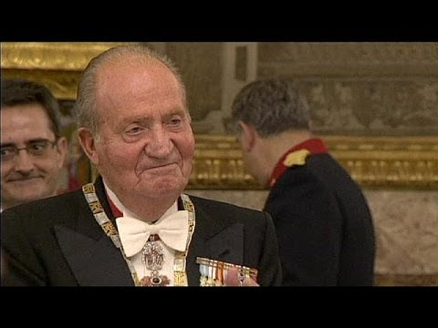 Spanish MPs debate a bill to formalise the abdication of King Juan Carlos