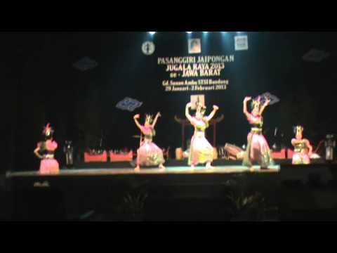 Tarian Tradisional Jaipong By Mojang Gotik lagu Entog Mulang video