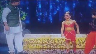 Videos engraçados - Atta maajhi satakli Dipali Borkar súper bailarina 2016