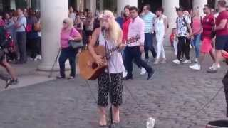 Taylor Swift, Shake it off cover - Busking in the streets of London, UK