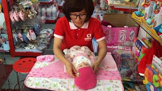 Cách thay quần áo và bỉm cho bé