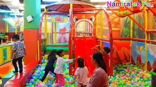Anak Lucu bermain Trampolin mainan anak mandi bola banyak sekali Play Balls Pits Kids lets Play
