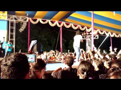 Selfie Le Le Re (Nakash Aziz Live)