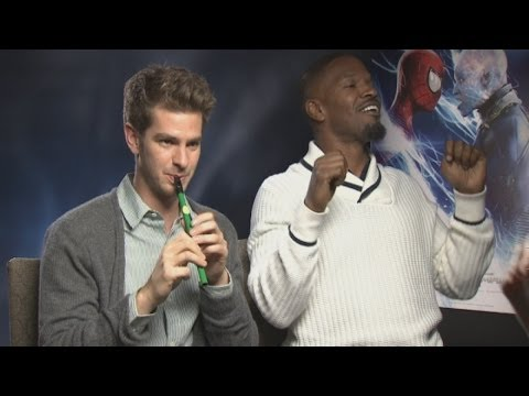 FUNNY INTERVIEW: Andrew Garfield plays the flute while Jamie Foxx raps