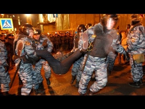 '100 arrested' at anti-Putin rallies in Russia