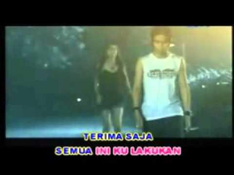 St12 - Cinta Tak Harus Memiliki (karaoke Version) video