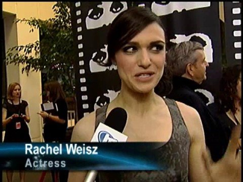 Red carpet chat: Rachel Weisz at 'Brothers Bloom' premiere