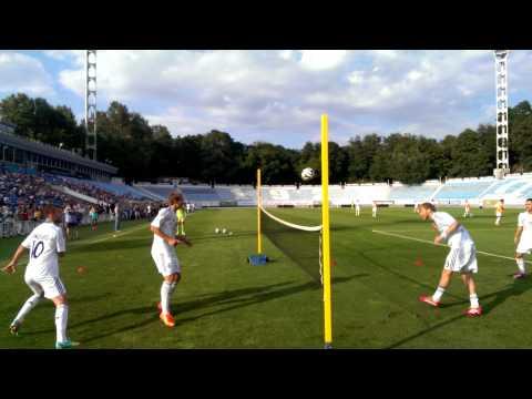Динамовцы сыграли в теннисбол во время открытой тренировки