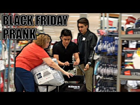 FAKE BLACK FRIDAY EMPLOYEE PRANK!