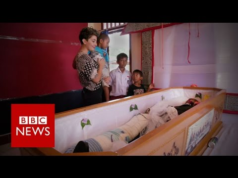 Living with the dead in Indonesia - BBC News