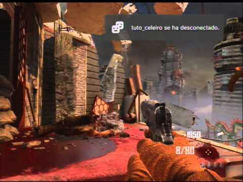 Zombie jugando con su amigo imaginario