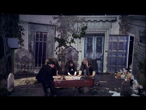 Me Resbala - Teatro de Pendiente: Entierro hostil