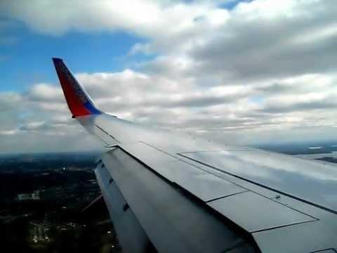 Southwest 737-700 landing Nashville International Airport