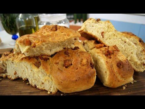Clique e veja o vídeo Receita de Pão de Torresmo com Creme de Alho - Curso Pães Caseiros