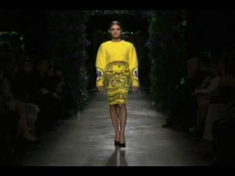 GIVENCHY WOMEN PRT--PORTER FW 2011-2012 PFW