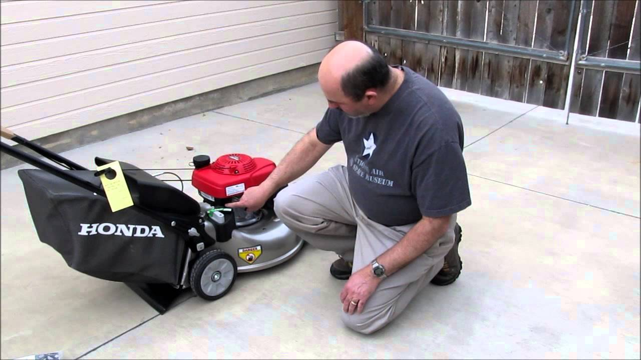 Honda Lawn Mower HRR216VKA Features and 1st Start - YouTube
