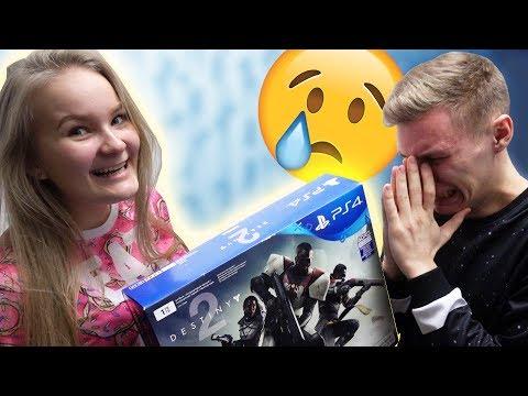 ПОДАРИЛА БРАТУ PS4! ЭТО ПРАНК!? ОН ПЛАЧЕТ! КРУТАЯ РЕАКЦИЯ НА ДОРОГОЙ ПОДАРОК МЕЧТЫ PlayStation 4