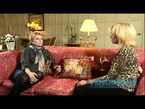 Jennifer Saunders & Joanna Lumley Look Back At AbFab