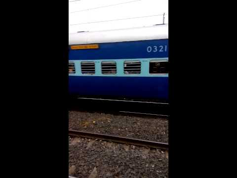 Et Wap-4 Karnatak Sf Express At Bhusaval video