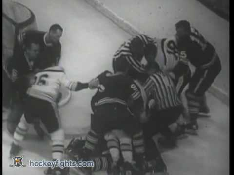 Derek Sanderson vs Tim Horton Oct 26, 1968