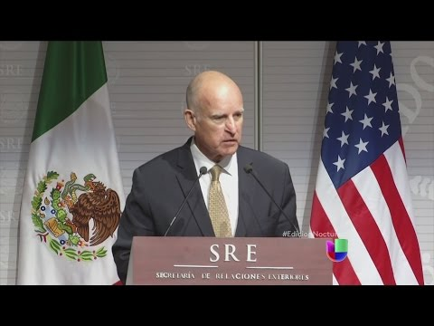 Jerry Brown discute la crisis de niños desde México