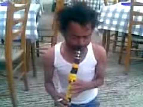 Гръцки циганин свири кючек - кларнет