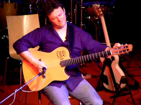 Sylvain Luc at JazzFest Brno - tuning guitar then smoothly changing to alternate tuning