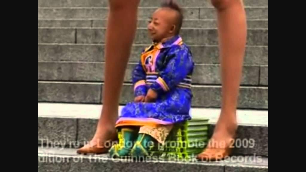 Najmanji covjek i najduze noge na svijetu - YouTube