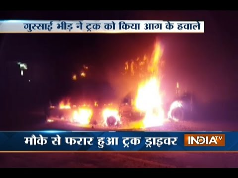 Police Lathicharge on Protesters at Delhi-Mathura Highway