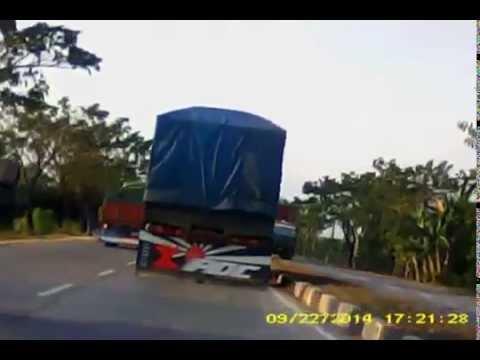 Jalan Poros Makassar - Pare, Trans Sulawesi Km59. Jalur: Pangkalang - Bontowa - Pangkalang