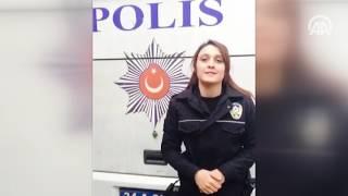 Polis memuru, işitme engelliler için işaret dili ile polis marşı okudu