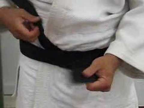 Tying the judo belt