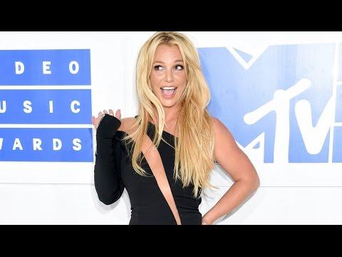 Britney Spears - 2016 Video Music Awards (White Carpet)