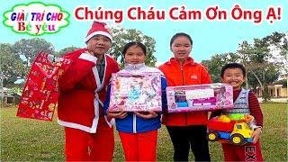 ÔNG GIÀ NOEN TẶNG QUÀ BÉ HUYỀN VÀ CÁC BẠN|Santa Claus presents gifts to children💚Giai tri cho Be yeu