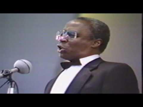 Robert Guillaume sings