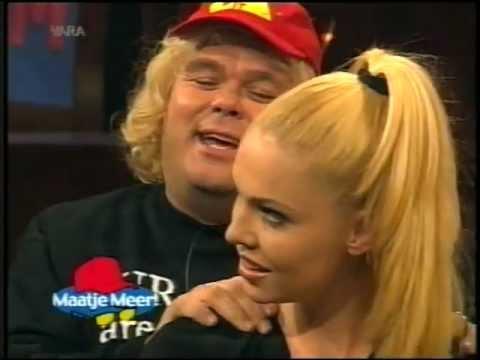 """Paul de Leeuw, imitatie """"Big Brother"""" Ruud met NANCE in Maatje Meer (1999)"""