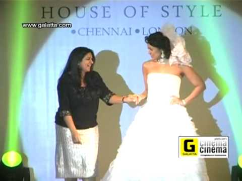 Sameera Reddy Walks The Ramp At Crimson Fashion Show video