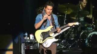 "Download Lagu John Mayer Epic: gets guitar from fan during ""Gravity"" solo, returns it signed and tuned @ Argentina Gratis STAFABAND"