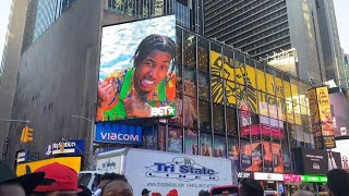 MY FACE IS ON THE TIMES SQUARE NEW YORK BILLBOARD!! 😭😭 (she cried 😢)