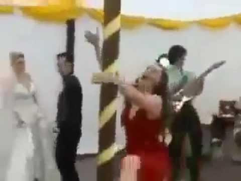 INCREIBLE MUJER EBRIA ARRUINA FISTA DE BODAS Y TIRA LA CARPA.