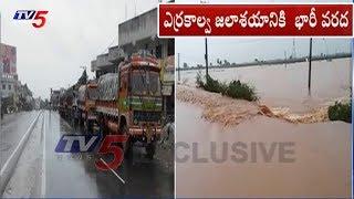 భారీ వర్షాలతో స్తంభించిన జనజీవనం..! - Heavy Rain In West Godavari  - netivaarthalu.com