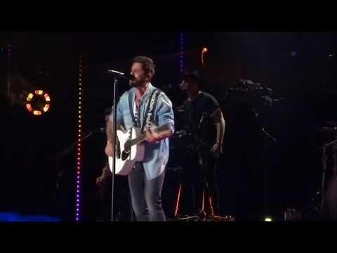 Thomas Rhett sings