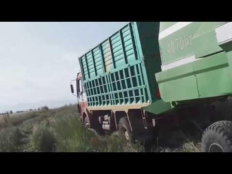 Κομπινα βγαζει απο την λασπη Φορτηγο,  Combine Remove from Mud Trucks