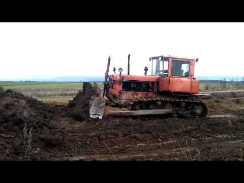 DT-75 pushes the soil (Трактор ДТ-75 толкает почву) [www.plakys.lt]