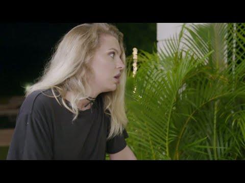 Tårar och chock när Totto Eckerman berättar för tjejerna att hon måste åka hem  - Bachelor (Sjuan)