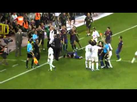 FC Barcelona vs Real Madrid : Mourinho kicking Fabregas? Part 1/2 (2011-08-17)
