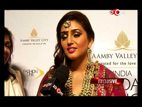Dedh Ishqiya - Huma Qureshi rubbishes rumours of showing the movie to Anurag Kashyap