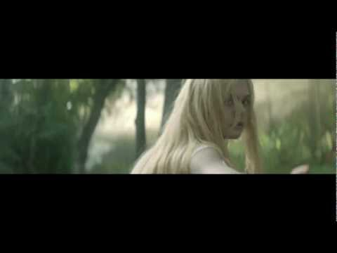Elle Fanning in Lolita Lempicka - Play it on your 3DS*
